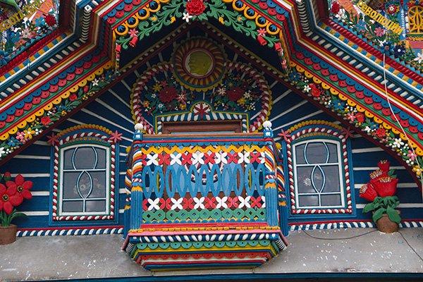 Красочный балкон